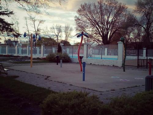 Rond-point rue Royale et Boul Gene-H.-Kruger /  Parc Pie-XII
